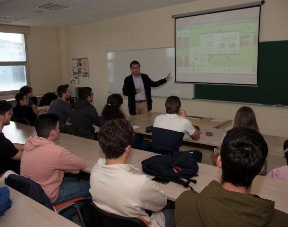 El Proyecto Edufinet acerca a los estudiantes de la UJA las claves del sistema financiero y los productos para empresas
