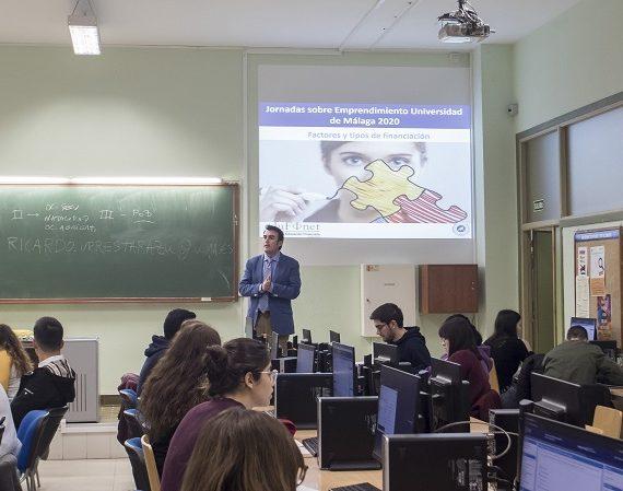 El Protecto Edufinet enseña a alumnos de la UMA cómo emprender con un simulador de plan de empresa