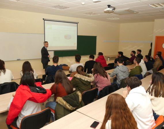 El Proyecto Edufinet de Unicaja traslada a universitarios de Jaén las claves de la financiación en el sector empresarial